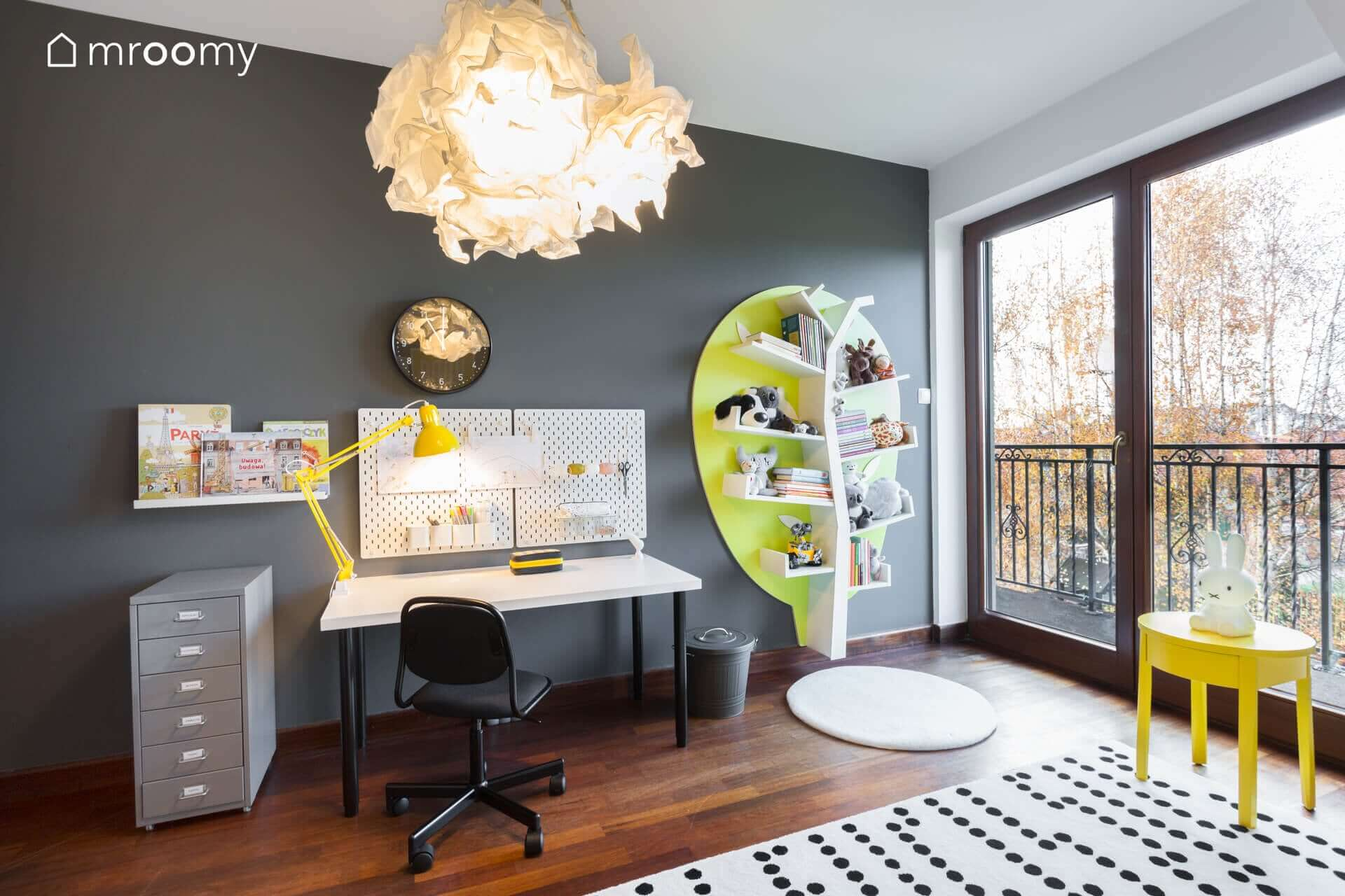 żółto czarny pokój dziewczynki 6 lat biurko