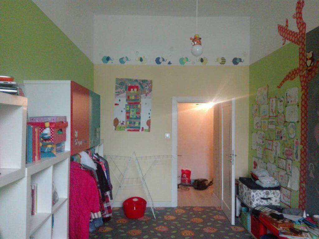 pokoj przed remontem Mroomy
