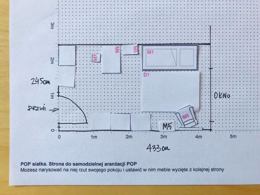 Rozmieszczenie mebli w pokoju dziecka przy pomocy wyciętych szablonów - wersja docelowa