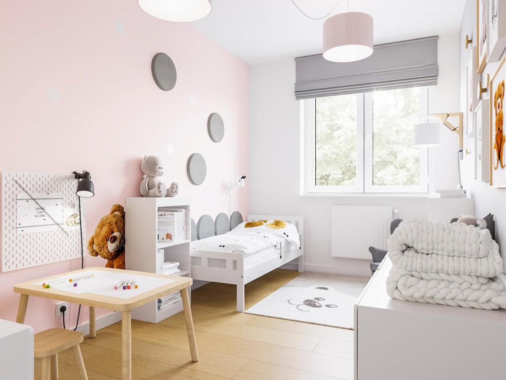 Prostokątny pokój dziewczynki z różową ścianą, łóżkiem regałem i stoliczkiem z krzesełkiem
