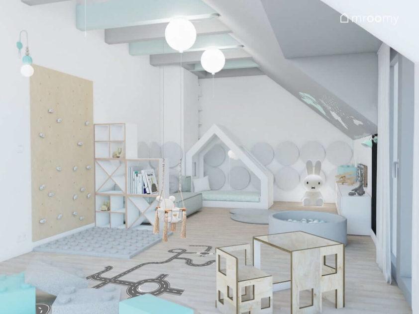 Szaro-miętowy pokój chłopca ze skosami z meblami ze sklejki naklejką podłogową i lampką królikiem