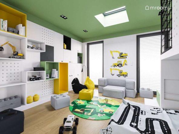 Pokój małego chłopca z zielonym sufitem żółtym i czarnym workiem sako szarą sofą i naklejkami z koparkami