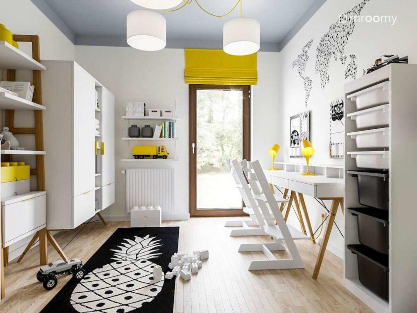 Białe meble z elementami ciemnego koloru dywan w ananasa i żółta roleta w pokoju chłopca i dziewczynki