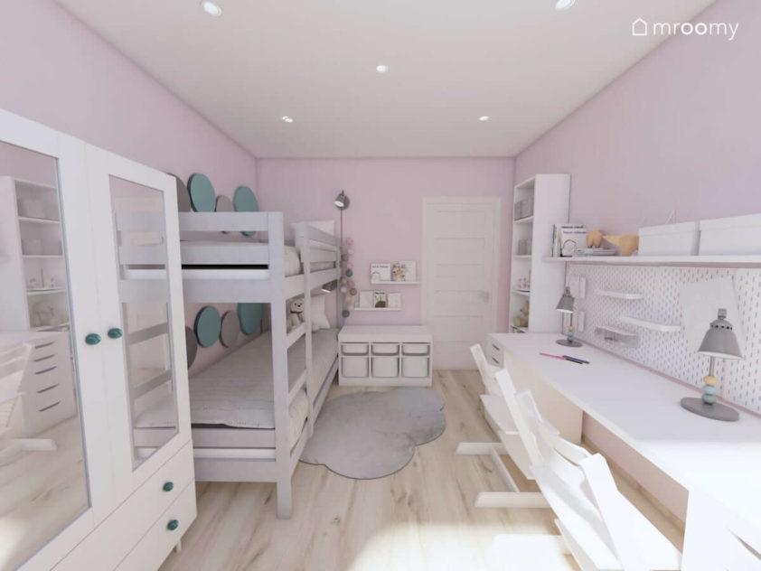 Szare piętrowe łóżko białe meble w pokoju małych dziewczynek z różowymi ścianami i zielonymi dodatkami