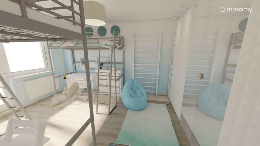 Drabinka do ćwiczeń niebieski worek sako i dywan biało-niebieski w niewielkim pokoju dwóch dziewczynek