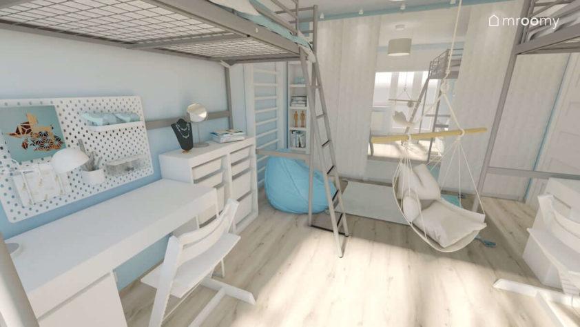 Białe meble pod łóżkiem z antresolą w pokoju dwóch sióstr z białą duża szafą