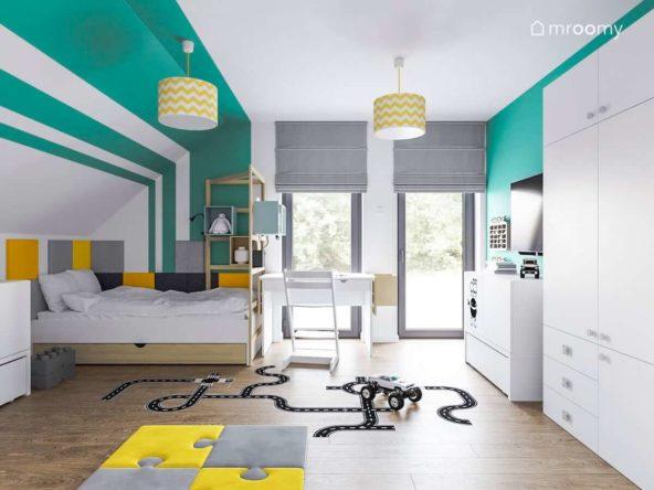 Poddaszowy pokój chłopca ze ścianą w biało-zielone pasy naklejką podłogową w ulice i białymi meblami
