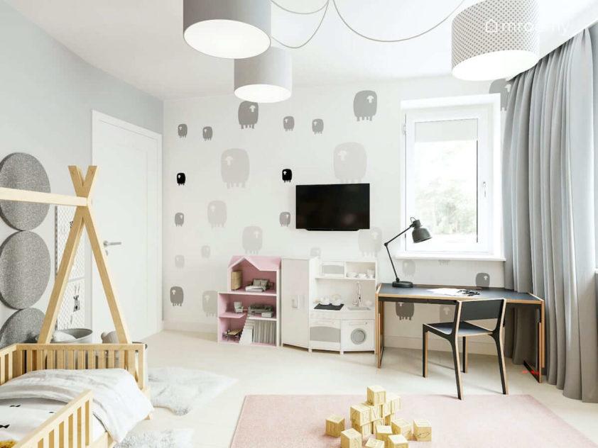 Biurko domek dla lalek i zabawkowa kuchnia przy ścianie z tapetą w owce w pokoju małej dziewczynki uwielbiającej róż