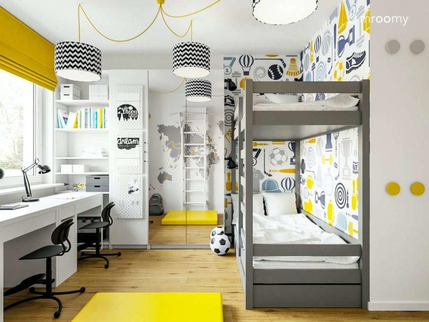 Piętrowe łóżko dwa biurka w pokoju dla dwóch chłopców w kolorach szarości i żółtego
