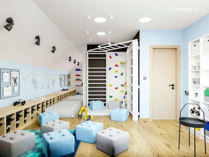 Pokój zabaw dla przedszkolaka z niebieskimi ścianami czarnymi akcentami białą drabinką i ścianką wspinaczkową