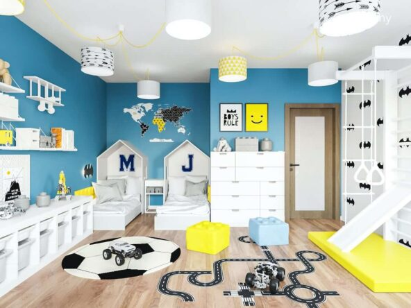Łóżka w kształcie domków ozdobne plakaty i naklejka na ścianie oraz drabinka gimnastyczna ze zjeżdżalnią w kolorowym pokoju dla dwóch chłopców
