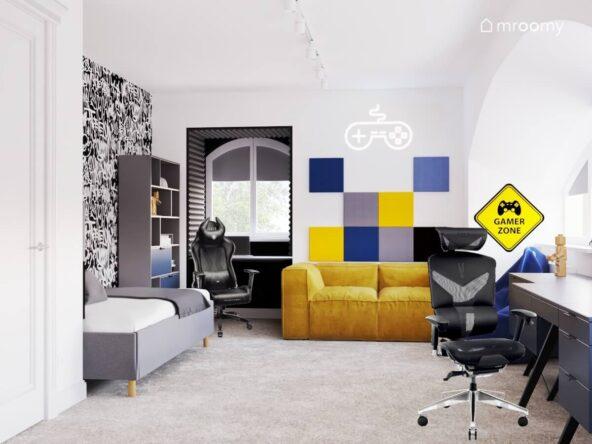 Biały pokój dla chłopca z żółtą kanapą ściana pokrytą tapetą w graffiti kolorowymi panelami na ścianie i ledonem w kształcie pada