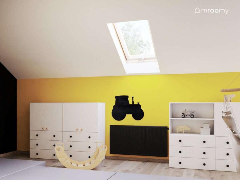 Biało żółty poddaszowy pokój dla rodzeństwa z licznymi szafkami modułowymi oraz tablicą kredową w kształcie traktora